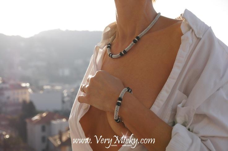 Bracelet de la collection maille Very Micky. $6.50 via Etsy / 5 euros