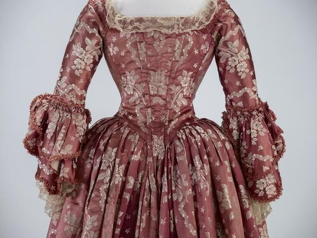 Object: Robe à l'anglaise retroussée | Collections Online - Museum of New Zealand Te Papa Tongarewa