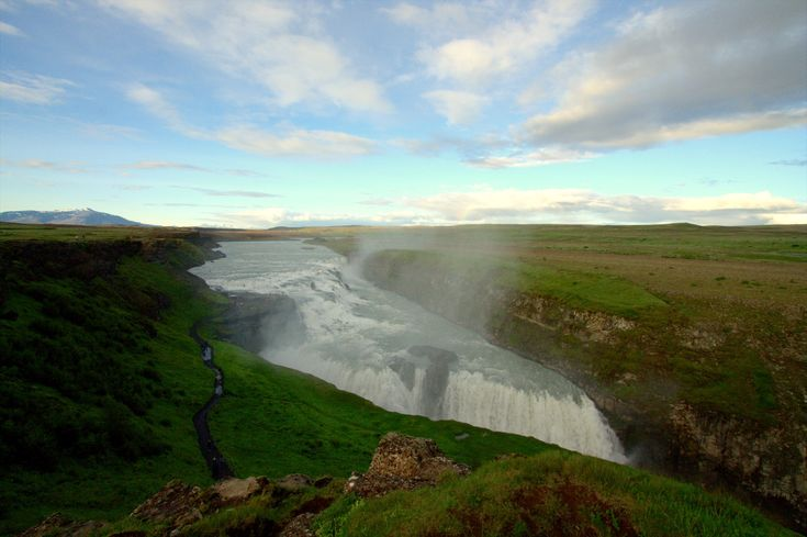 I may have to return for a summer visit one year. 29 photos of #Iceland that will make you want to pack your bags immediately - ToEuropeAndBeyond.com