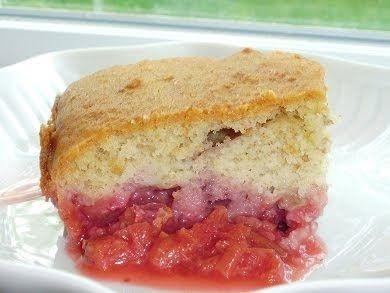 Si vous avez eu la bonne idée de faire congeler de la rhubarbe, n'hésitez surtout pas à essayer ce délicieux dessert. Le gâteau est d'un m...