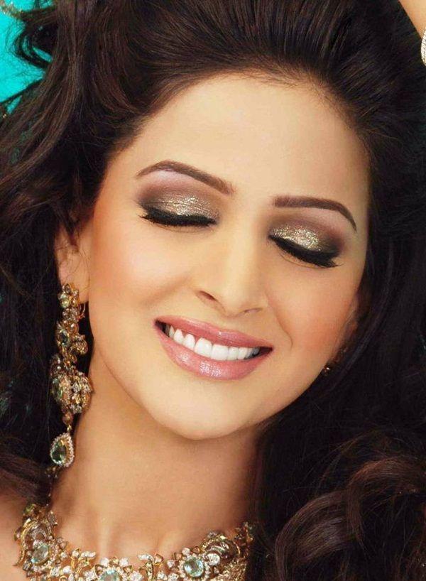 stunning pakistani actress saba qamar photos