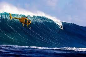 Laird Hamilton (nacido Laird John Zerfas el 3 de febrero de 1964 en San Francisco), es un surfista de olas grandes estadounidense. Laird se crió en la costa norte de Oahu, Hawái, dos años después de que su padre biológico les abandonara antes de su primer cumpleaños. Siendo aún muy pequeño, Laird conoció al legendario surfista de olas grandes de los 60, Bill Hamilton en la playa y se lo presentó a JoAnn, su madre. Bill Hamilton acabó casándose con ella y adoptó a Laird, dándole también su…