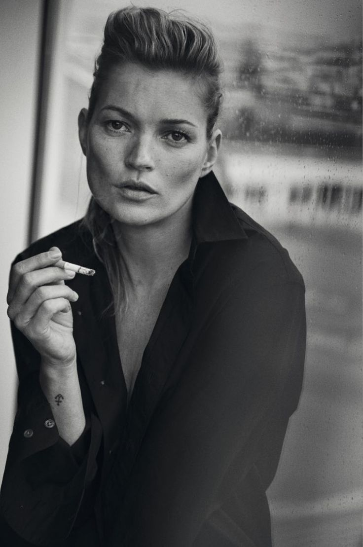 <p>After the recent unphotoshopped trend that has been on the rise in advertisings and editorials, it's now supermodel Kate Moss's turn to go un-retouched by photographer Peter Lindbergh i