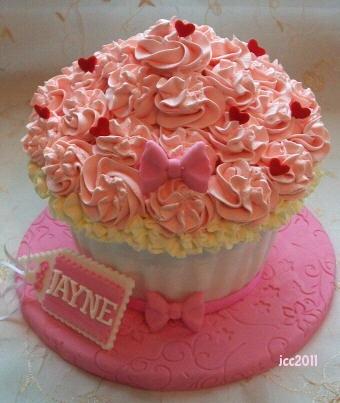 Cupcake cake so cute :) & I could reuse my cupcake pan!