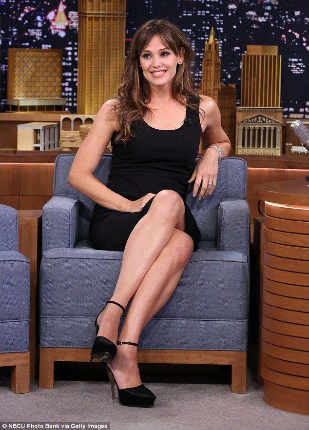 Jennifer Garner Sexy Celebrity Legs   Zeman Celeb Legs Hot mama  Jennifer Garner looked rocked this blouse and sexy shirt in New  York today