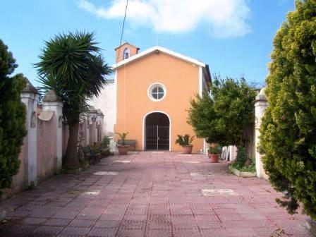 La cappella della Madonna delle Grazie nel centro storico di Castel Volturno, costruita nel luogo dove sorgeva l'antica città romana di Volturnum