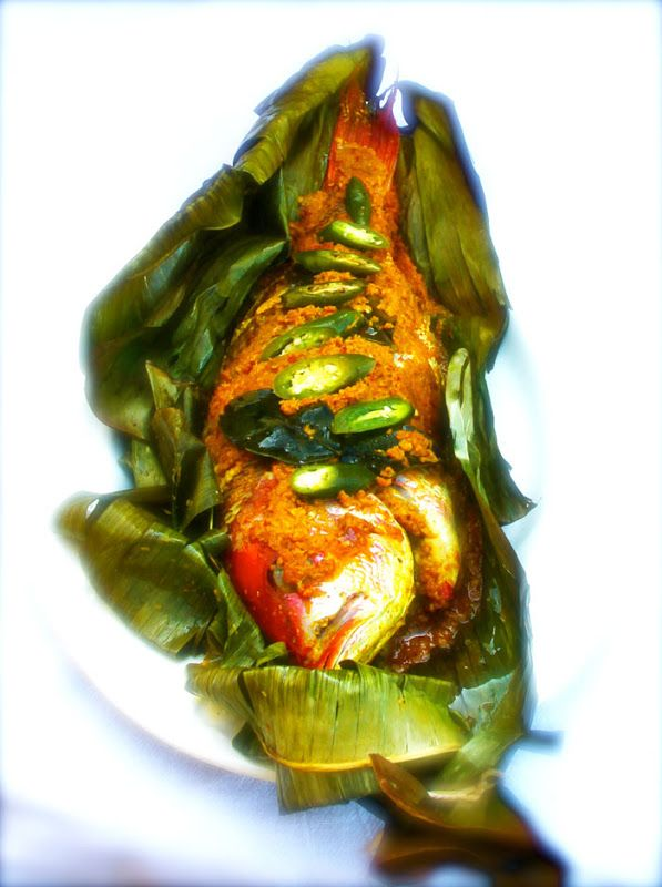~Elra's Cooking~: Red Snapper Wrapped in Banana Leaves With Balinese Spice Paste (Be Pesan)