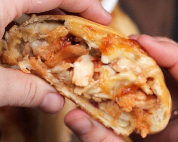 Καλτσόνε με κοτόπουλο και σως μπάρμπεκιου για να γλείφεις και τα δάχτυλά σου! (Video) - iPop