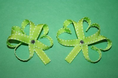Crafty Tuesday: Shamrock Hair Bows on http://www.couponsaregreat.net