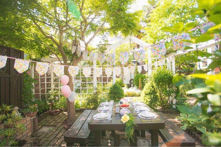 今日のpick up REAL PARTY ENGLISH GARDEN PARTY planner: MARY&Co.荻原真理子( @maryandco )  お誕生日パーティーが行われたのはおじいちゃん手作りのイングリッシュガーデンお庭の雰囲気を大切にお花と小鳥のガーデンパーティーをテーマに春の優しい木漏れ日のなか家族だけのティーパーティー  このパーティーを見る@archdays プロフィールからパーティーのアルバムにとべます  #garden #teaparty #partystyling #gardenparty #birthdayparty #partyforkids #誕生日 #ガーデンパーティー #バースデーパーティー #ファーストバースデー #ハーフバースデー #キッズパーティー #キッズバースデー #テーブルコーディネート #誕生日パーティー #パーティープランナー #バースデープランナー #ガーデン #ティーパーティー  #archdays
