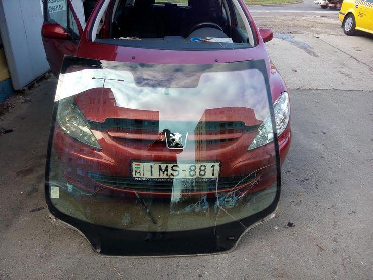 A szélvédőragasztónak oldhatatlan kötésben kell lennie a szélvédő és a karosszéria között.  http://szelvedomester.hu/szelvedocsere/