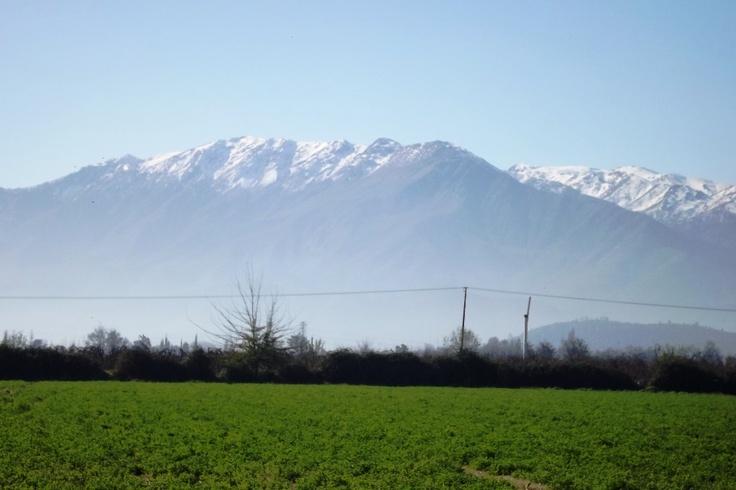 Vista a la Cordillera de los Andes desde Villa La Compañía, Graneros, Chile.