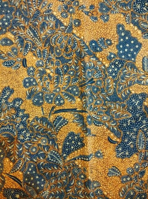 Vintage hand write batik origin Solo, central Java,year of making 1930~1940,batik saudagar ngillingan, W 1mtr L 2,25 mtr,great condition,before belongs to rich and wellknown person.This full hand write batik takes more than 6 months to finish a singgle cloth some times takes years to finish one piece.Truelly beauty beyond our imagination.