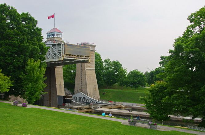 The largest hydraulic lock in the world - Lock 21 on the Trent Severn Waterway