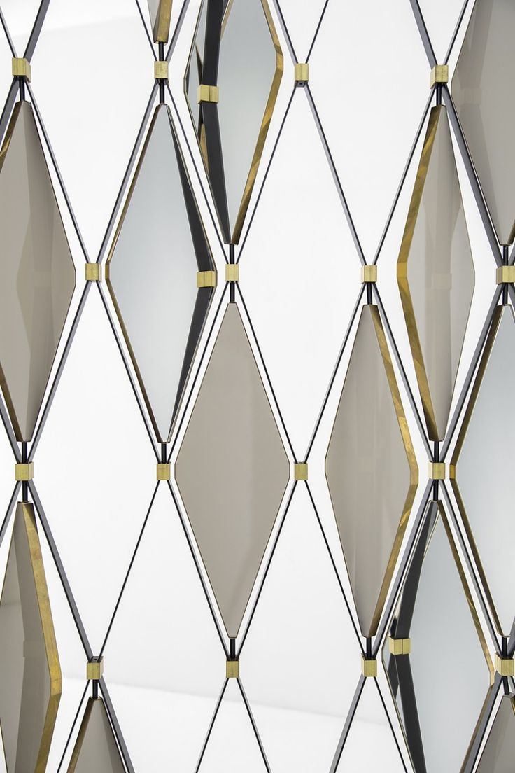 Elegant moveable glass diamonds and brass accents in a large-scale panel. Paravento 70 line by Dimore Gallery.