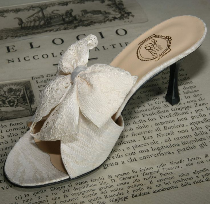 """Fleur de Lys"" - cream cotton waves jacquard with satin & Valenciennes double bow http://store.leschaussonsdelabelle.com"