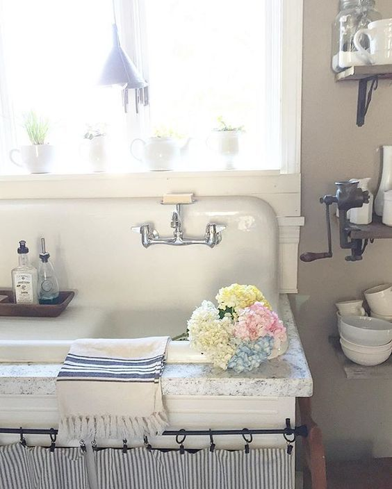 Antique drainboard sink in this charming farmhouse kitchen eclecticallyvintage.com