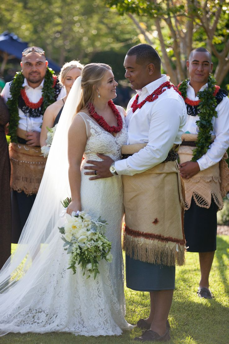 Leis of love - the bridal party wear Heilala garlands which is the flower of Tonga and worn on special occasions //Flowers: Toni Saddington // PC: Liv Style photography
