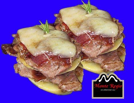 Milhojas de ternera con jamón ibérico #MonteRegio y patata asada ¡Que aproveche!