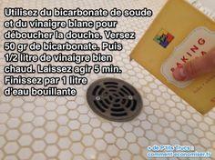 Utilisez du bicarbonate de soude et du vinaigre blanc pour déboucher la douche