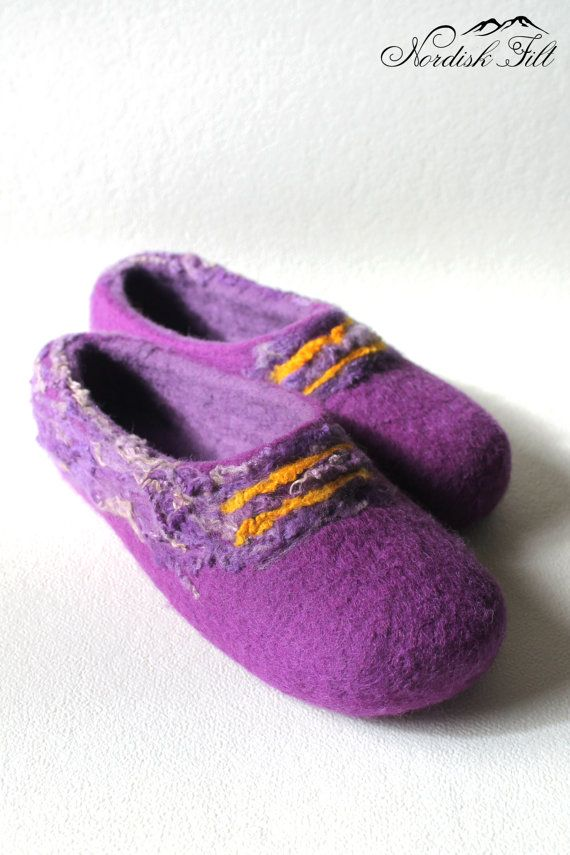 Felted wool slippers-Home shoes-curly purple by NordiskFilt