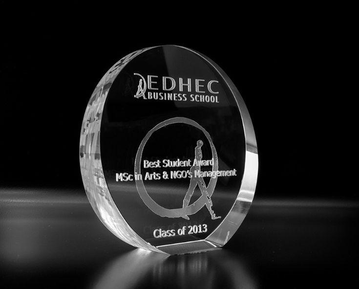 Trophée rond incliné - La gravure laser 3D : Trophées en verre Trophées standards