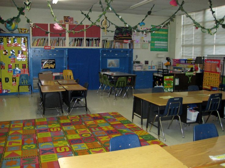 Jungle Theme Classroom - love the vines on the ceiling!