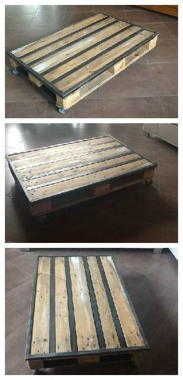 Coffee table made with a recycled pallet and metal inserts.  Une idée de table basse réalisée avec une palette recyclée et des inserts métalliques.      #Metal, #PalletTable, #RecyclingWoodPallets