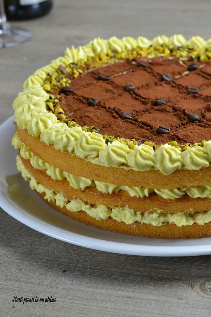 La torta tiramisù al pistacchio è perfetta da portare in tavola quando volete stupire i vostri ospiti; è molto gustosa ed anche bella da vedere!