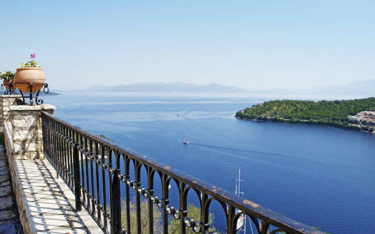 En ferie til Lefkas betyder god græsk mad og smukke udsigter. Se mere på http://www.apollorejser.dk/rejser/europa/graekenland/lefkas