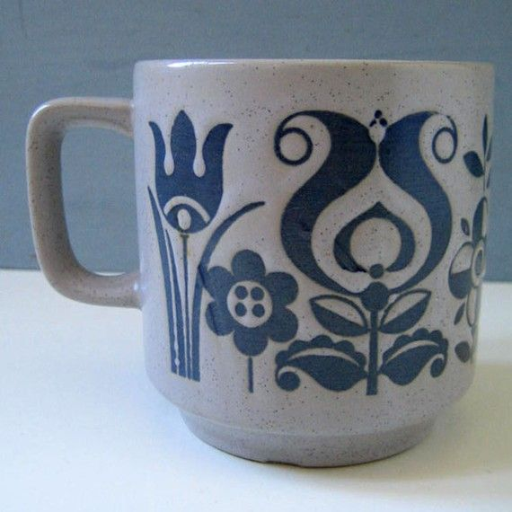 I would love a set of mismatch folk art mugs like this in different colors and patterns