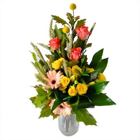 """Букет цветов """"Юбиляру"""". Вытянутая по вертикали изящная цветочная композиция, которую можно рекомендовать как бизнес-подарок и мужской презент. Хотя набор цветов в нем так универсален, что этот эффектный презент порадует и маму, и бабушку в день юбилея, 8 Марта или Дня Матери."""