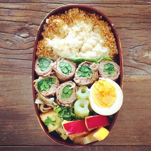 今日のお弁当 ⍥⃝ *** #牛肉の菜の花巻き #ゆで卵のしょうゆ漬け #ふきの煮物 #ほうれん草の胡麻和え #れんこんのきんぴら #厚揚げのオイスター炒め #さつまいものレモン煮 #ごまご飯  #2015年4月9日  #bento #lunchbox #homemade #129wappa #vsco #vscocam #voscofood #foodpics #fooddiary #onthetable #foodstyling #日々 #暮らし #器 #曲げわっぱ #今日のお弁当   (Yoga)