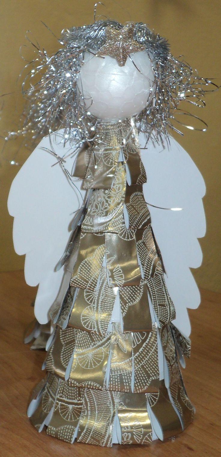 Anděl - šaty z balicího papíru