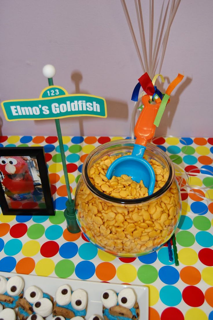Elmo's Goldfish...cute idea for a kid's party but with a clean fish net