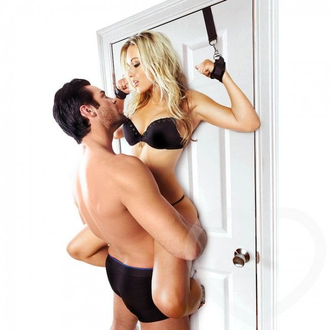 #Sportsheets #ovikahleet #mansikkamato #seksikauppa https://mansikkamato.fi/tuote/bdsm/bondage/sportsheets-door-jam-cuffs-ovikahleet/
