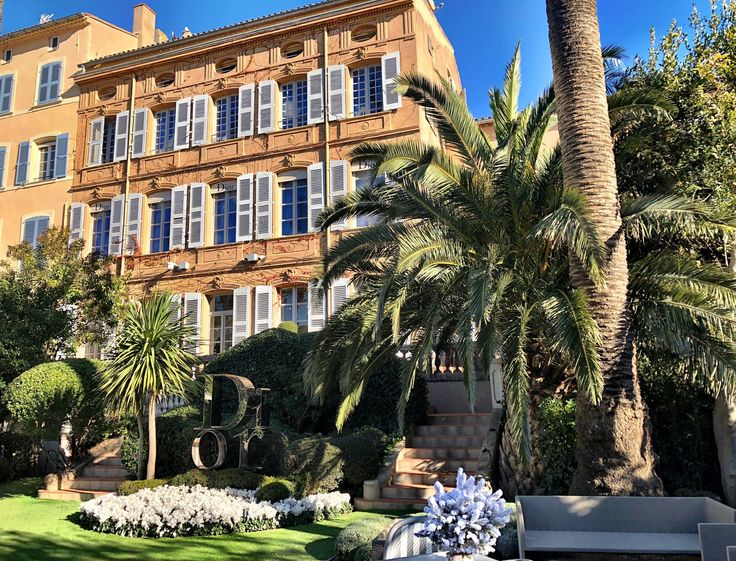 First of all, let me apologize for the title of this post, but I couldn't resist no matter how corny it may be. The fact is though that my visit to one of France's swankiest coastal communities, Saint-Tropez, was anything but corny.