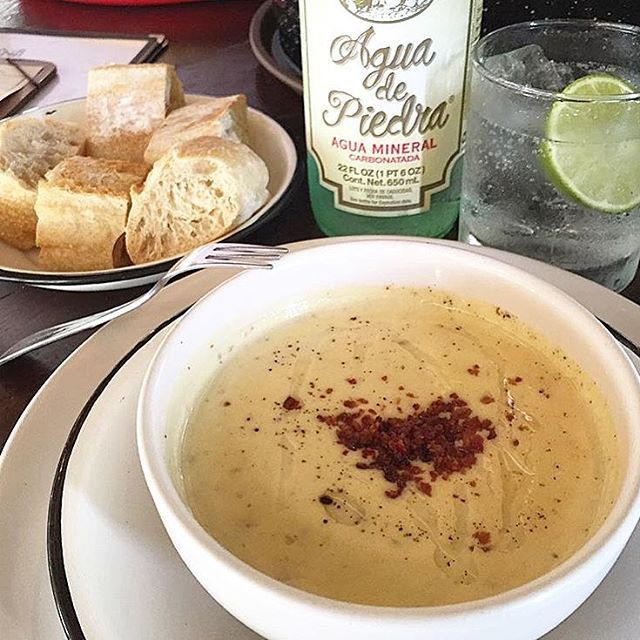 ... con tocino, pimienta y aceite de oliva: 'Oyster chowder'  #pacomerbien  Foto @cmexicana