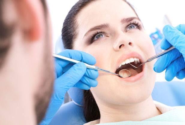 O buna igiena orala previne pierderea dintilor.  Exista si cazuri in care extractia este indicata, dupa ce in prealabil, un medic specialist va face o examinare atenta a cazului dvs.