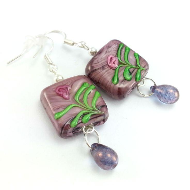 Fioletowe kolczyki szkło weneckie z sopelkami i różą.