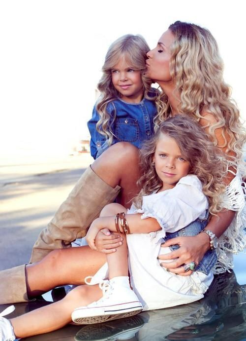 mom and two daughter photography poses | love the mother daughter poses:) | Photo ideas