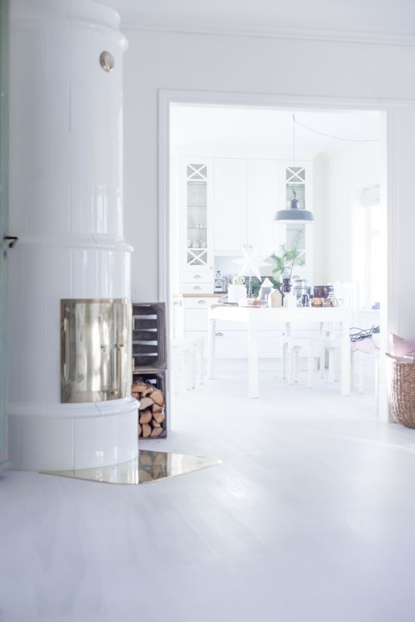 Gorgeous file stove and beautiful rooms:)