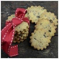 I biscotti con farina di riso e cioccolato sono dei cookies buonissimi preparati con farina di riso, nocciole e scaglie di cioccolato fondente. Da provare.