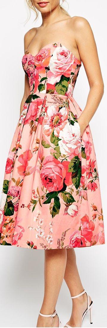 love the print. wish the dress wasn't strapless.