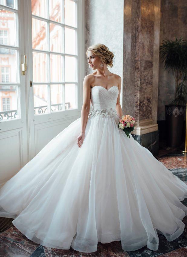 Jede Frau möchte einmal in ihrem Leben eine Prinzessin sein. Bei uns erhältst du eine große Auswahl aus den schönsten Prinzessinnen Brautkleider.