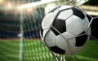 Fieggentrio: Handleiding mannen: Mannen kijken altijd voetbal.