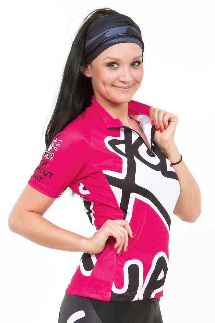 Originální dámský cyklistický dres v několika barevných provedeních s potiskem UAX FISH. Dámský cyklistický dres je vyroben ze speciálních mikrovláken MICRO BORGINI, které zajišťují maximální odvod potu od pokožky. Tento materiál je navržen pro optimální pohodu pokožky. Je lehký, příjemný na nošení a výborně odvádí vlhkost. Součástí dresu je krátký 16cm zip a jedna kapsa vybavená reflexním zipem na zadní straně. Rukávy jsou zakončeny volně.