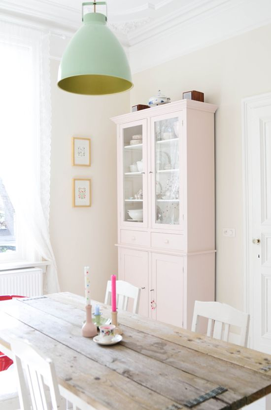 The Yvestown Blog: Dining Rooms, Kitchens, Cabinets, Lamps, Pastel, Mint Green, Woods Tables, Lights Fixtures, Pale Pink