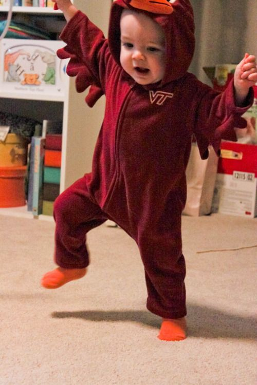 This is the cutest thing I have ever ever seen!  Future halloween costume for ma babiesss
