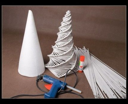 Weihnachtsbaum aus Papierrollen basteln-dekoking-com-3